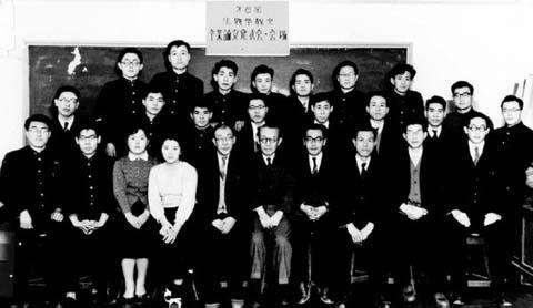1958年(昭和33年)卒業論文発表記念撮影(文理学部)